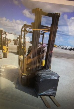 2005 caterpillar electric forklift for Sale in Brandon, FL