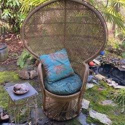 1970 Wicker Peacock Chair And Matching Glass Top Table  for Sale in Vancouver, WA