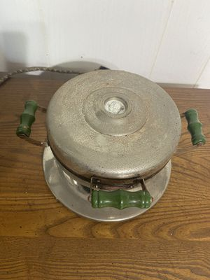 Vintage Waffle Iron with Original Cord and Wood Handles for Sale in Cashmere, WA