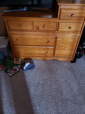 Changing table and dresser for Sale in Cleveland, OH