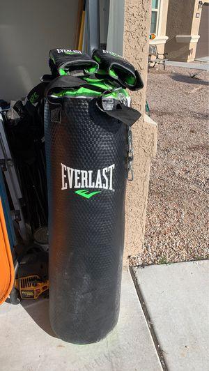 Everlast punching bag for Sale in Buckeye, AZ
