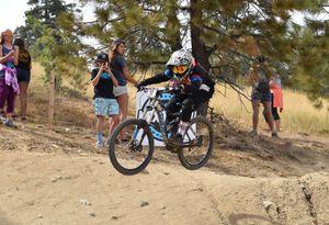 2013 giant glory down hill bike for Sale in Menifee, CA