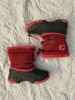 Girls Snow Boots Kids Size 1 for Sale in Garden Grove, CA