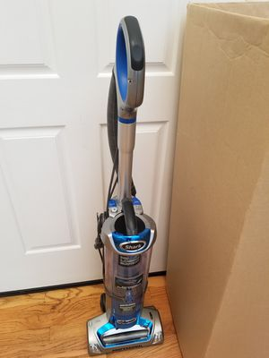NEW cond SHARK ROTATOR VACUUM WITH COMPLETE ATTACHMENTS, AMAZING POWER SUCTION, IN THE BOX. WORKS EXCELLENT, for Sale in Federal Way, WA