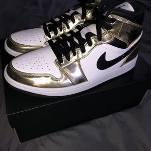 Jordan Gold Retro 1 mid (( Sizes 8-8.5) for Sale in Portland, OR