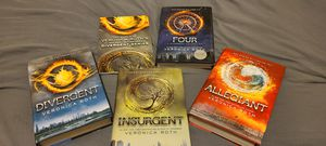 "Complete Divergent Series box set and ""Four"" by Veronica Roth for Sale in Puyallup, WA"