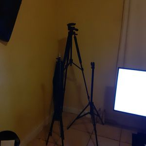 Tripods 40 Dollars But Negotiable for Sale in Auburndale, FL