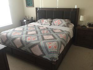 Rustic wood Bedroom set! Still in excellent condition has two night stands with usb and outlets in them! Six drawer dresser. And low platform bed for Sale in Broken Arrow, OK