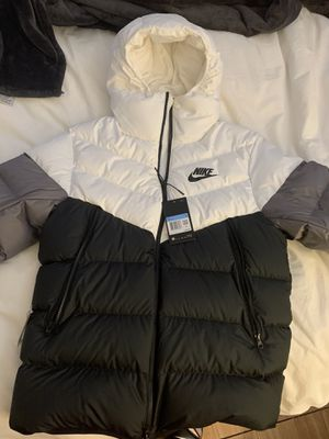 Nike quilted jacket size M for Sale in Los Angeles, CA