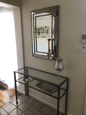 End table and crome mirror for Sale in Rockville, MD