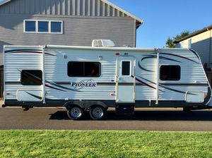 2013 Pioneer travel trailer 26 foot must see makes it easy to travel for Sale in Vancouver, WA