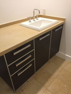 Vanity in Good conditions for Sale in Los Angeles, CA