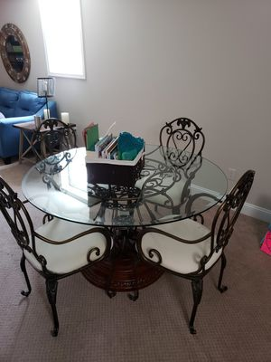 Round Kitchen table with 4 chairs for Sale in Phoenixville, PA