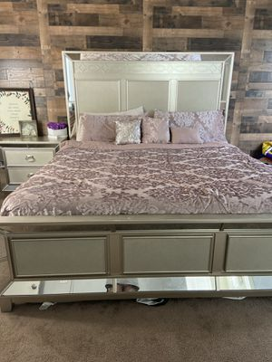 King Bedroom Set for Sale in San Jacinto, CA