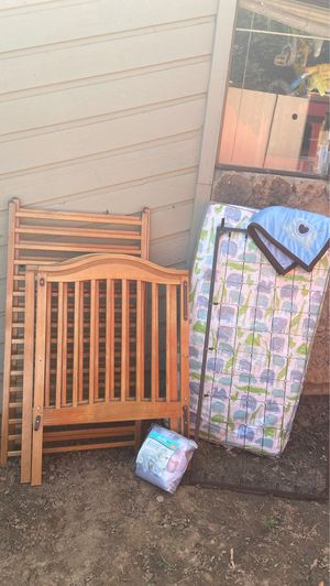 Baby bed with matter with baby blanket with Mesh Crib Liner for Sale in Gresham, OR