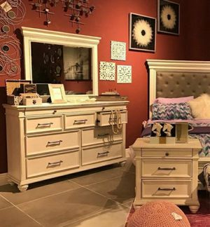 🧿BRAND NEW 🧿[SPECIAL] Kanwyn Whitewash Upholstered Storage Bedroom Set for Sale in Jessup, MD