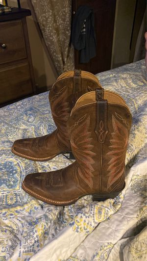 Ariat Cowgirl boots size 6 only worn twice !! Paid $250 for Sale in Denham Springs, LA