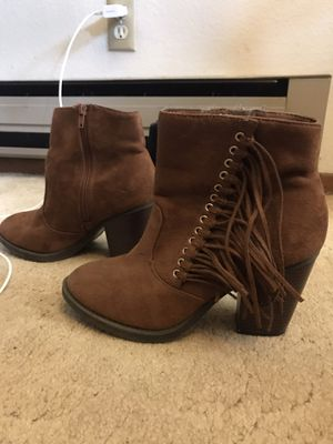 Brown fringe boots sz 8 - make offer for Sale in Gladstone, OR