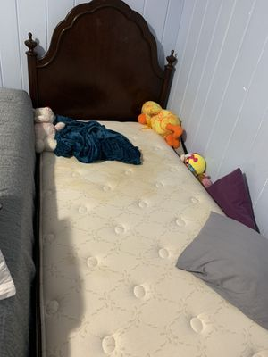 Twin bed OFFER ME for Sale in Alexandria, VA