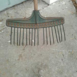 Vintage leaf rake for Sale in Lakeland, FL