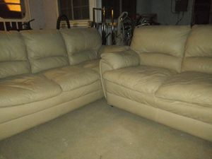 Nice leather sofa set for Sale in Fresno, CA