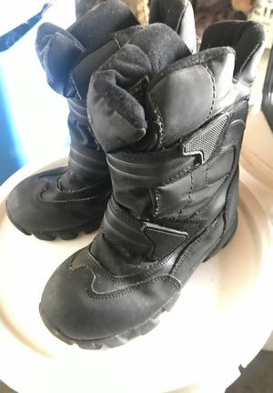 Size 13m kids snow boots for Sale in Fresno, CA
