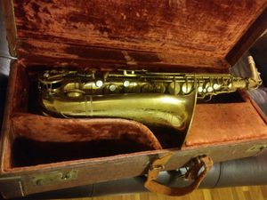 Saxophone saxophone saxophone for Sale in St. Louis, MO