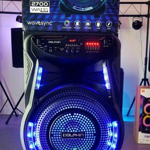 2700 watts Rechargeble speaker. Bluetooth. FM Radio. Stand and microphone included. Wheels. Connect two together wirelessly. Nuevos en caja. for Sale in Miami, FL