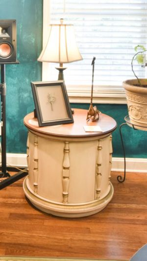 End/side/accent/coffee table with hidden storage for Sale in Atlanta, GA