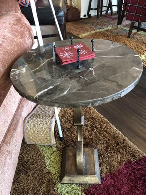 End table for Sale in Bonney Lake, WA