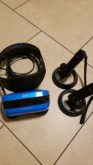 Acer Mixed Reality Headset with Controllers for Sale in Chandler, AZ