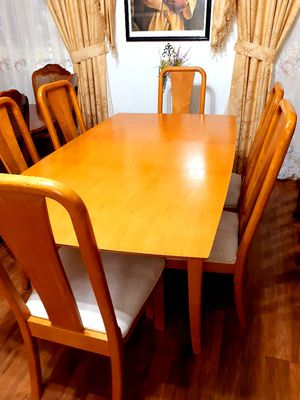 Beautiful wood dining room table with 6 chairs. Good condition and clean. Table has a leaf. . for Sale in Houston, TX