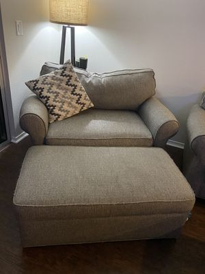 Rooms To Go couch and chair set for Sale in Riverview, FL
