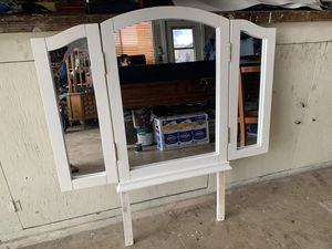 Tri-fold vanity mirror for Sale in Chino, CA