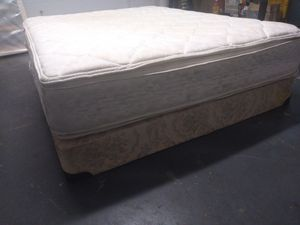 """Queen mattress 14"""" Sealy double pillowtop and box spring. Delivery Included at price. for Sale in Orlando, FL"""
