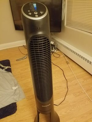 Honeywell tower fan for Sale in Evanston, IL