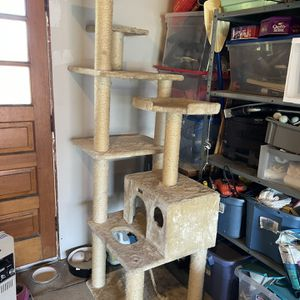 cat tower for Sale in Buffalo, NY