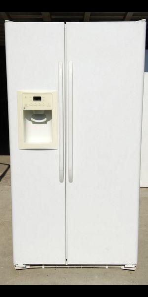 G.E Side By Side Refrigerator for Sale in Bakersfield, CA
