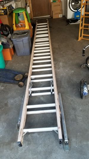 28 ft extension ladder for Sale in Aurora, CO