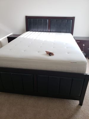 queen bed,dresser mirror,1 nightstand and queen set for Sale in Tampa, FL