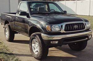 Great condition in/out, Flowmaster exhaust TOYOTA TACOMA 2001 for Sale in Cincinnati, OH