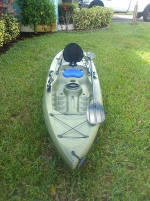 10ft fishing kayak w/paddle for Sale in Port St. Lucie, FL