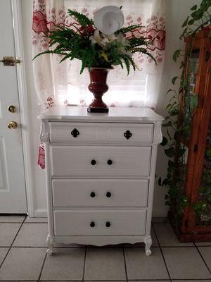 Dresser tall 4 drawers for Sale in Hemet, CA