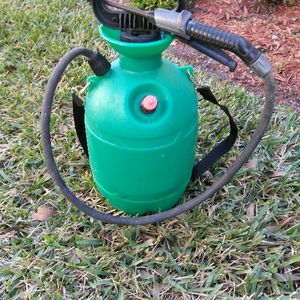 2 Gallon Spray Can for Sale in West Palm Beach, FL
