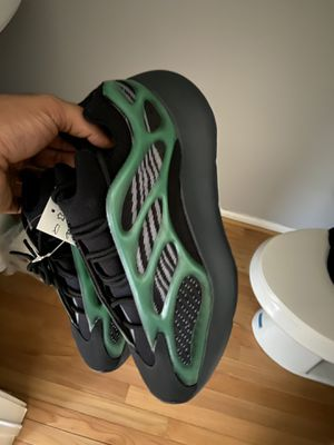 Yeezy 700 V3 sz 8,9, 9.5,11,12 for Sale in Upper Marlboro, MD