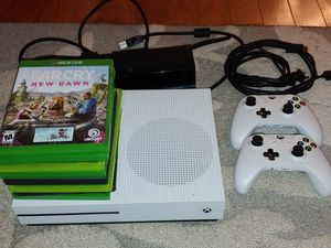 XBOX One S 1TB + 8 games + free Kinect for Sale in Mesquite, TX