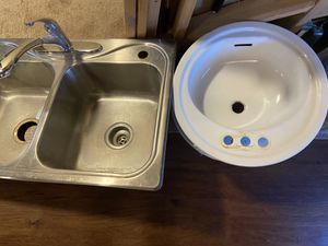SINKS- 4 bathroom & 1 Kitchen sink with faucet for Sale in Aurora, CO