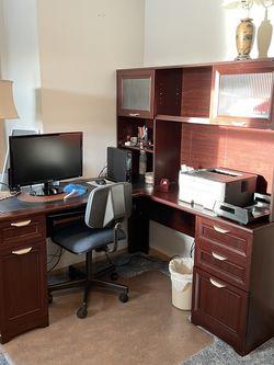 Corner Desk with Hutch - Pending for Sale in Bonney Lake,  WA