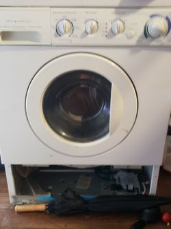 Free Washer (For Parts Only) for Sale in Fort Worth,  TX