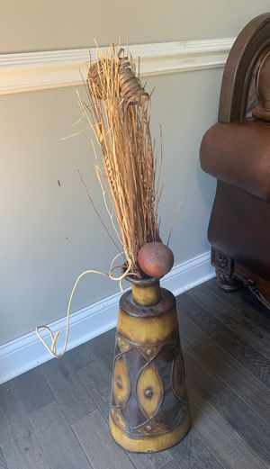 Metal Vase with fake dry plants for Sale in Sterling Heights, MI